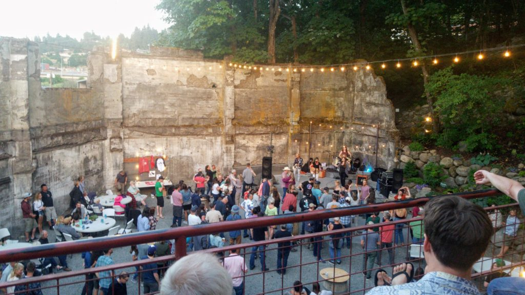 show at the hood river ruins